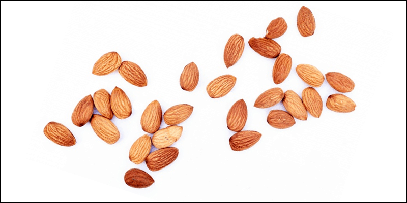 Healthy gamer snacks: almonds